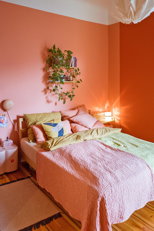 Arbeitszimmer In Einem Warmen Grun Grau Ton Ginkgo Da Kann Man Sich Doch Super Konzentrieren Oder Wandfarbe Grun Wohnzimmerfarbe Wandfarbe Wohnzimmer