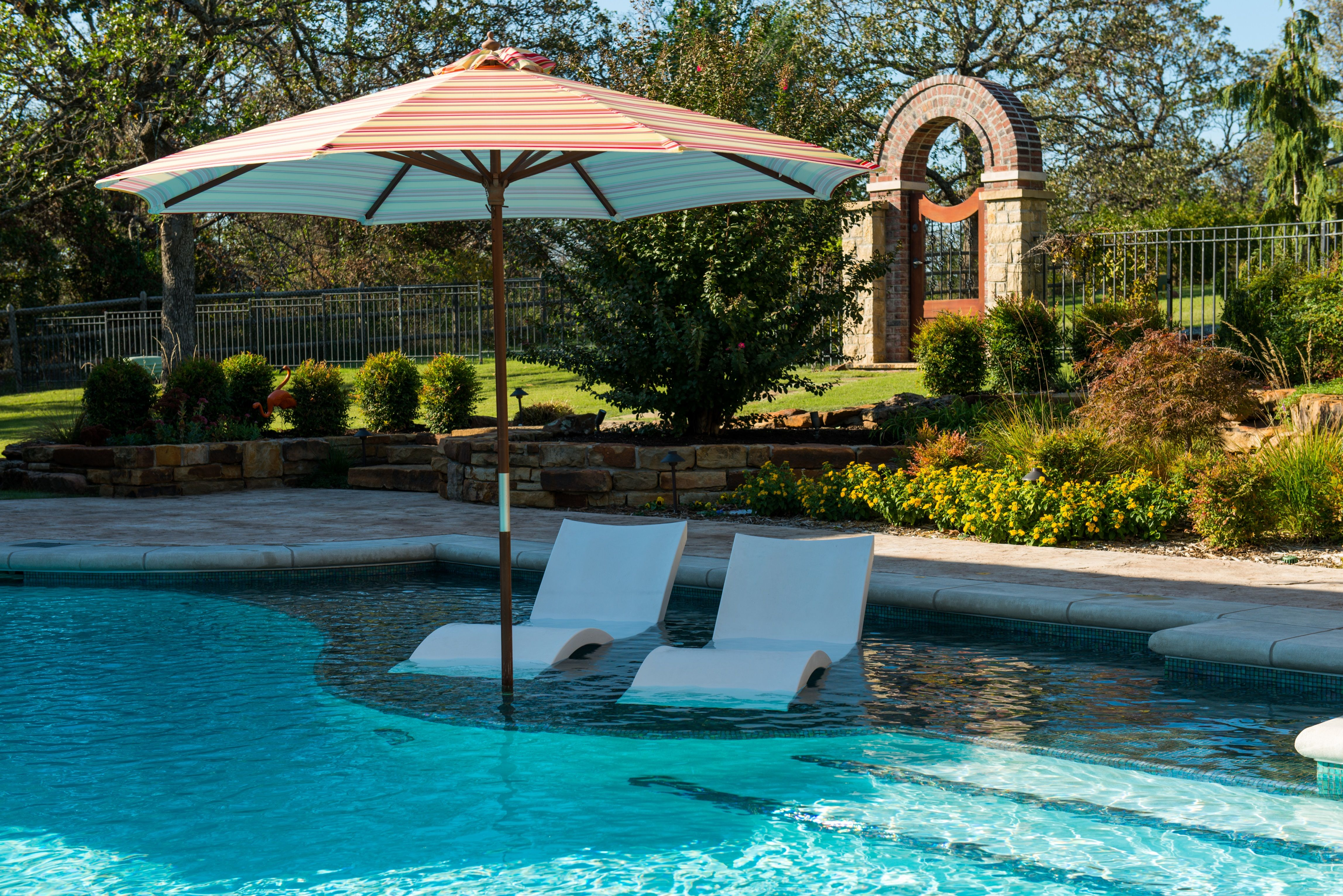White ledge loungers with umbrella life on the ledge for Swimming pool loungers