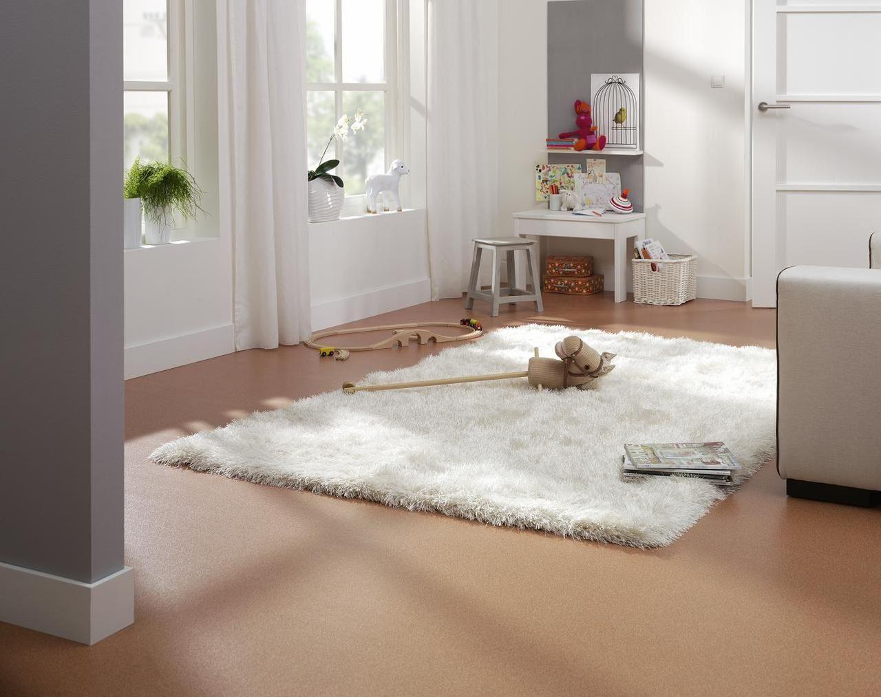 Heerlijk spelen op een fijn zacht vloerkleed karpetten