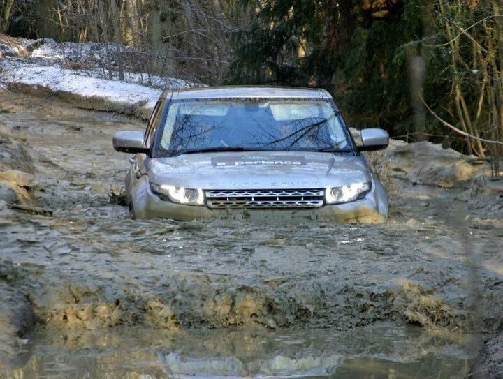 Charmant Range Rover Evoque In Deep Water!