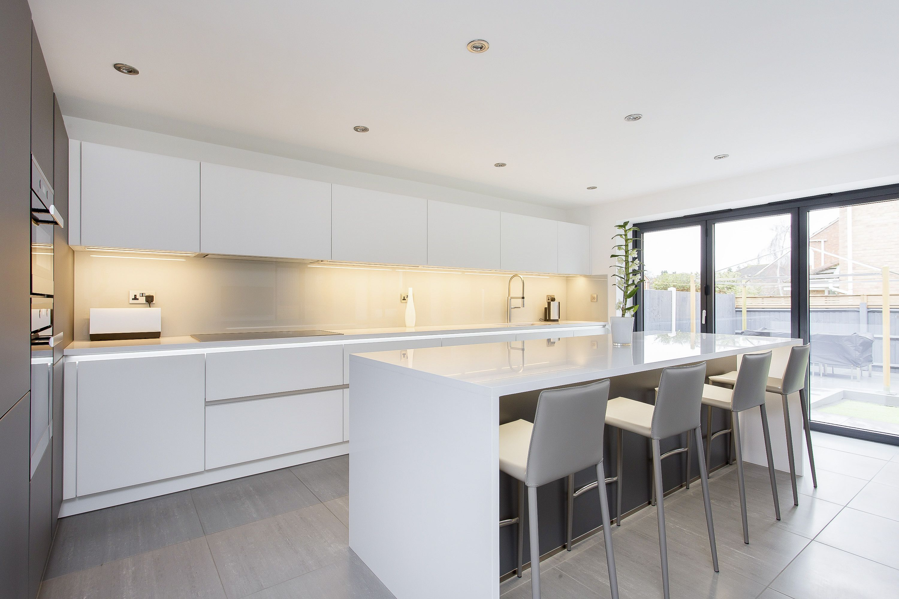 White and Grey Glass Handleless Nolte Matrix Art Kitchen | Kitchen ...