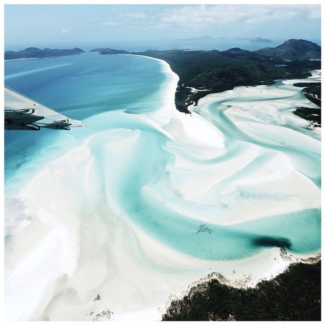 """21.2 tusind Synes godt om, 472 kommentarer – Amanda Shadforth (@oraclefox) på Instagram: """"Flying over the blue whip ..Whitehaven Beach"""""""