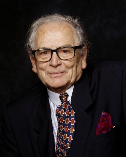 Pierre Cardin He Is An Italian Born French Fashion Designer Who Is Known For His Avant Garde Style A Fashion Designers Famous Pierre Cardin Fashion Designer S