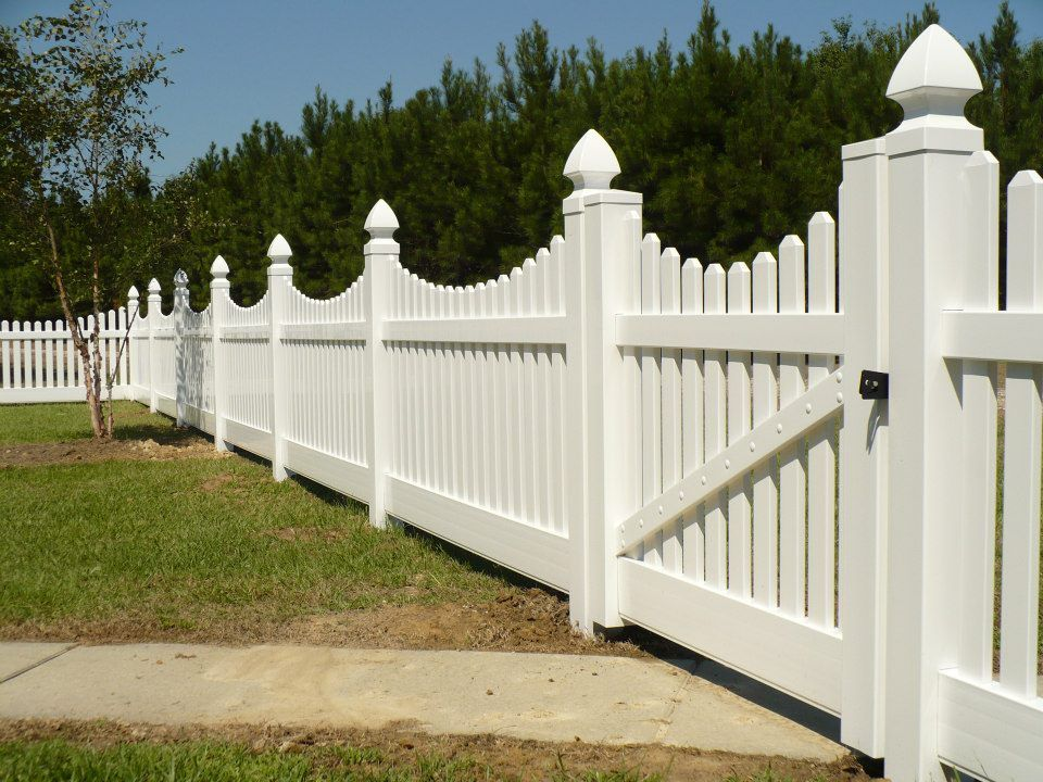 Scalloped Picket fence with gate! Front garden, Vinyl