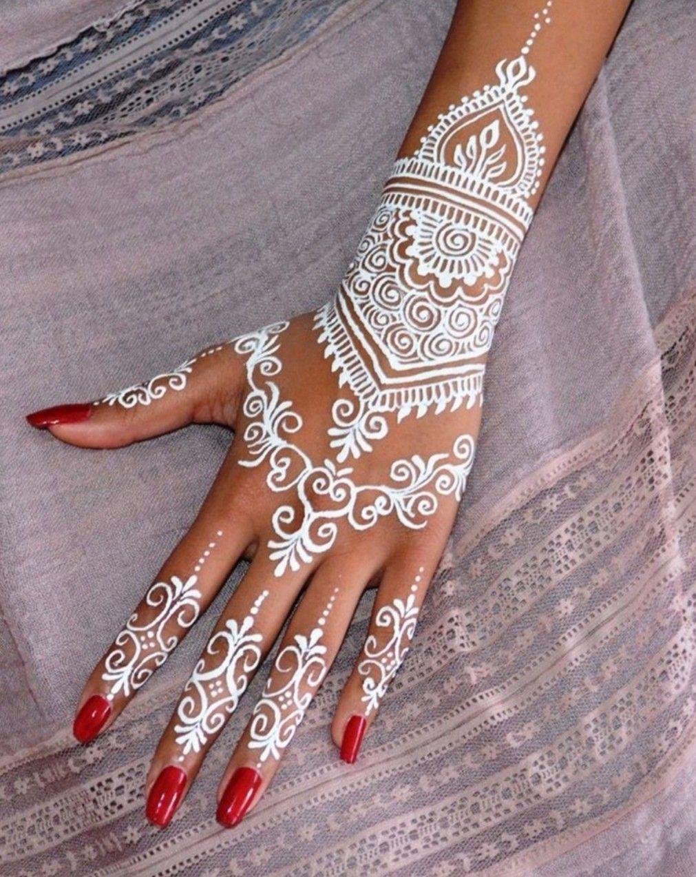 Modèles tatouages au henné de Julia Mada du tableau Mariage en 2020   Henné, Henné blanc