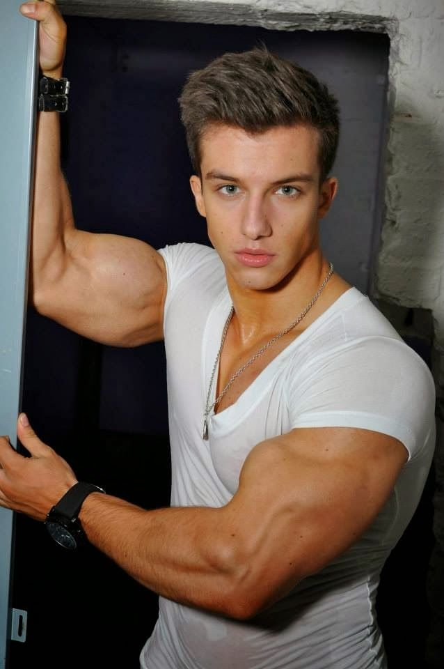 Aesthetic MuscleS - Bodybuilding at its Best: 18 Year Old ...