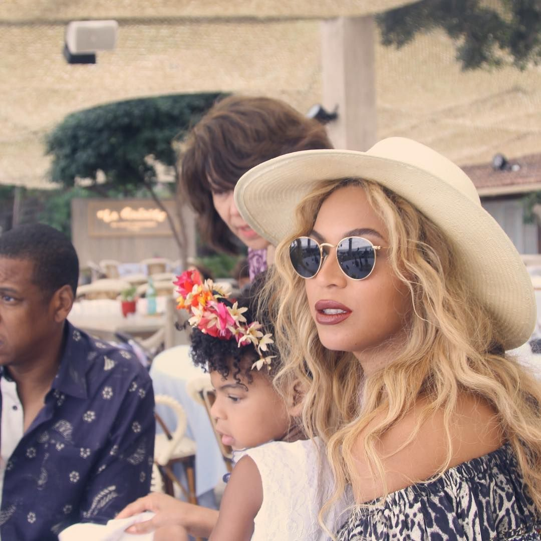 3349905dc8 Beyoncé wearing Ray-Ban RB3447 Round sunglasses