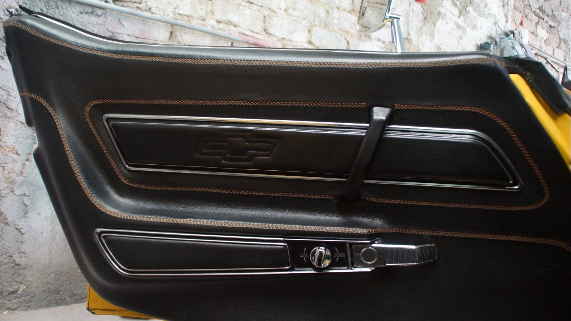 LEATHER UPHOLSTERY- A Car Door-Panel in Leather | Accessories ...