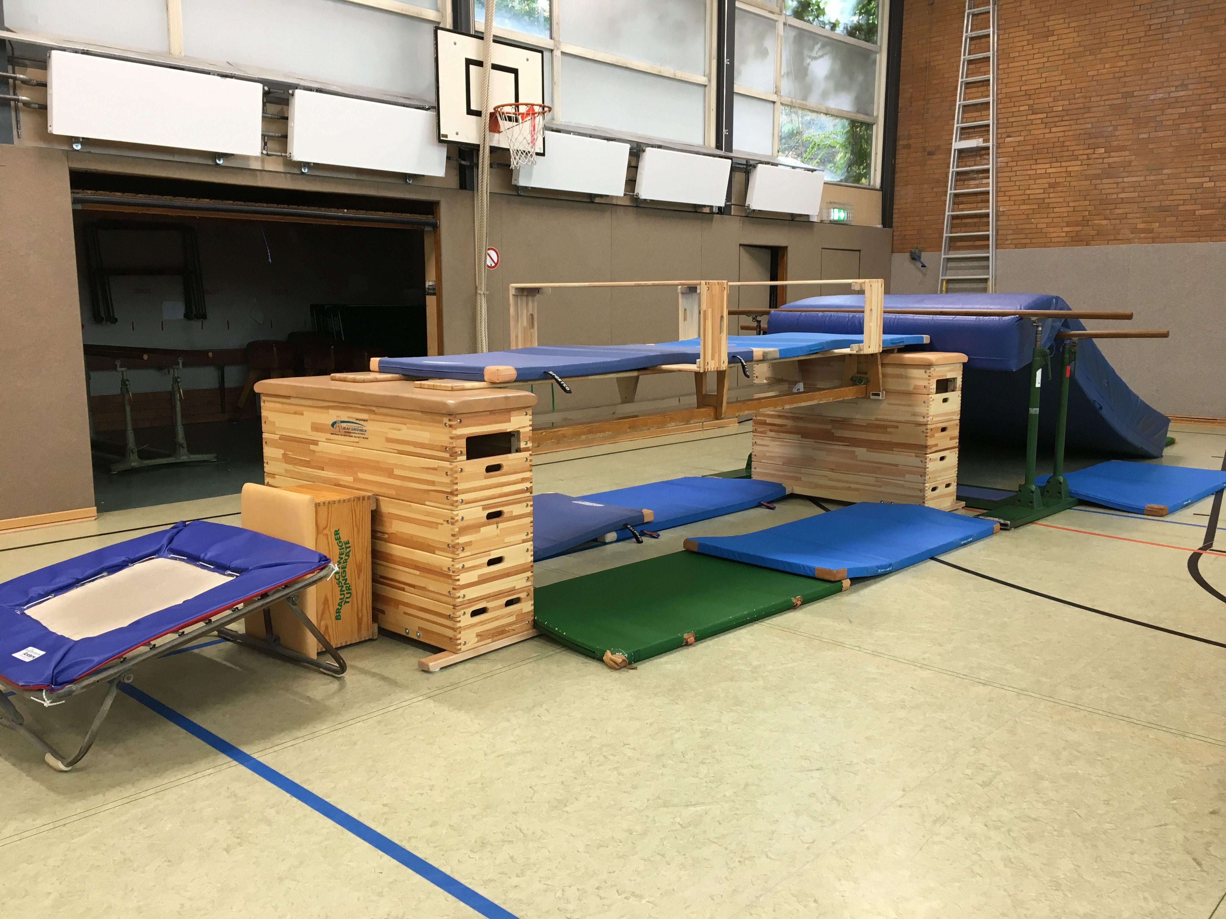 turnhalle turnhalle kinderturnen turnen und turnen. Black Bedroom Furniture Sets. Home Design Ideas
