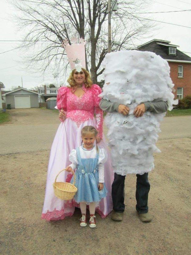25 Family Halloween Costumes Thatu0027ll Convince You To Have Kids  sc 1 st  Pinterest & 25 Family Halloween Costumes Thatu0027ll Convince You To Have Kids ...