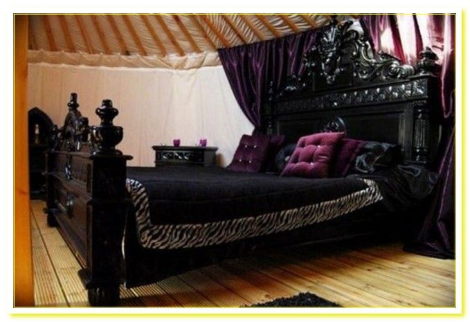 Merveilleux Gothic Bedroom Furniture: Gothic High Style Bed .