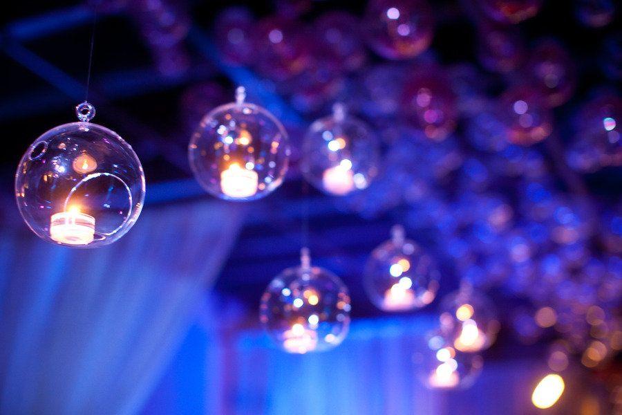 La boule de verre porte bougie est une jolie decoration de mariage ...