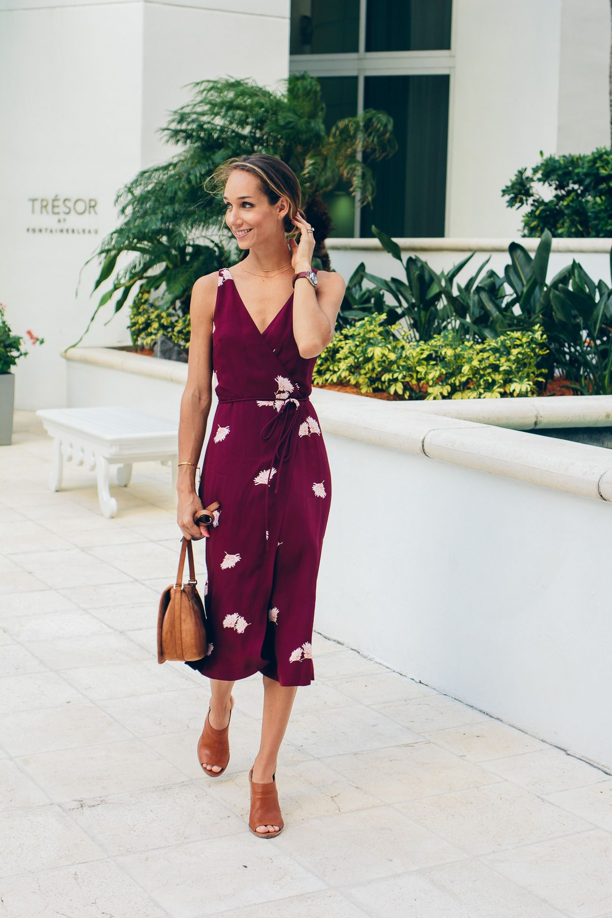 How To Wear A Wrap Dress The Fox She Chicago Style Blogger Womens Dresses Fashion Summer Dresses [ 1800 x 1200 Pixel ]