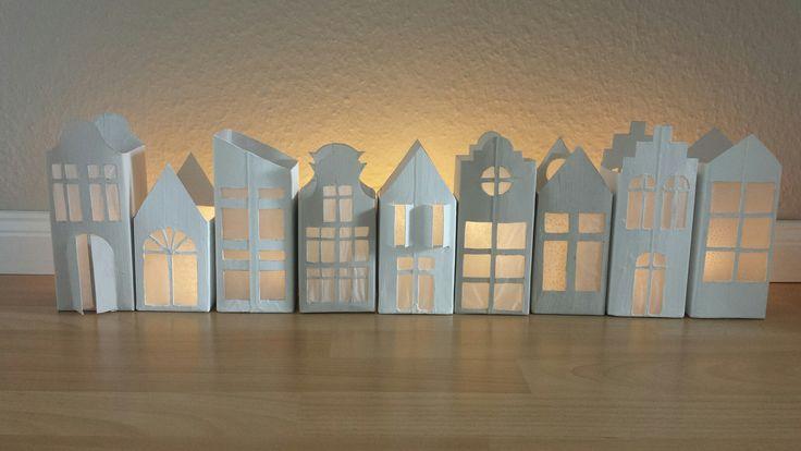 Haus Laterne aus Milchkarton | Milchkarton basteln, Weihnachtsideen #fensterdekoweihnachtenbasteln