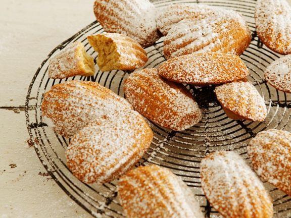 Madeleines ist ein Rezept mit frischen Zutaten aus der Kategorie Rührteig. Probieren Sie dieses und weitere Rezepte von EAT SMARTER!