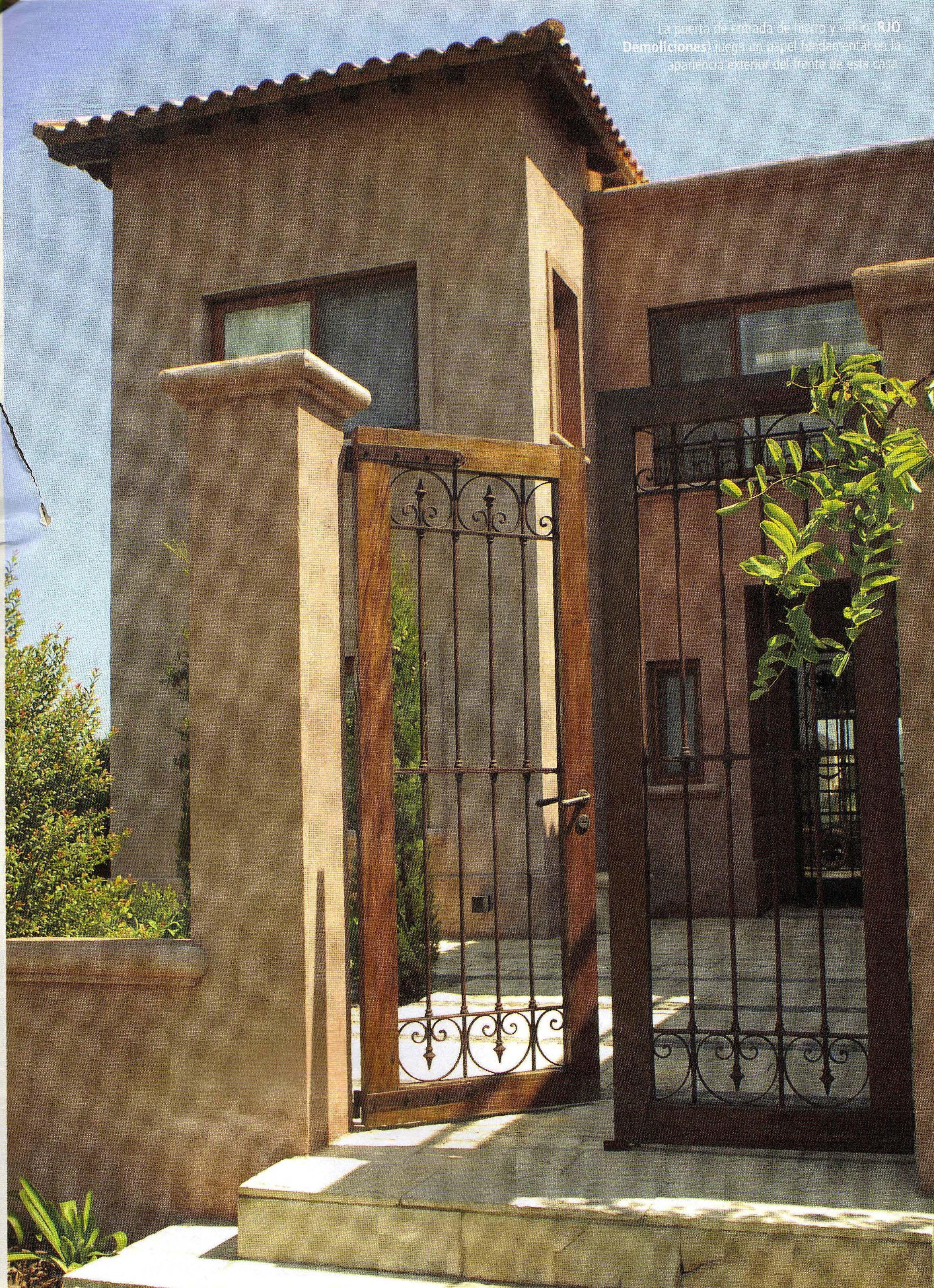 Puertas ideas para la casa en 2019 casas coloniales for Entradas de casas rusticas