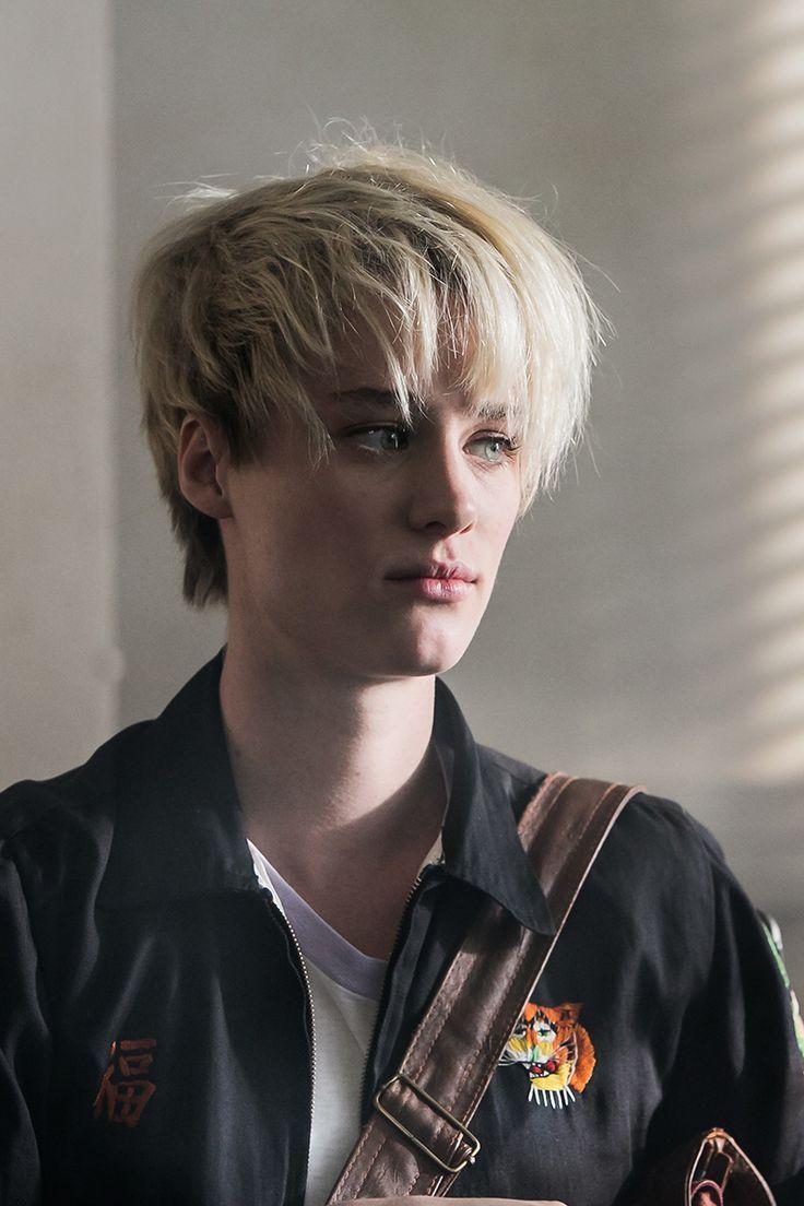 Halt And Catch Fire Season1 I O 1x01 Mackenzie Davis As Cameron Howe Mackenzie Davis Mackenzie Short Hair Styles