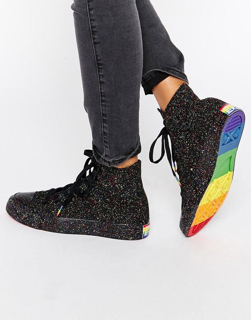 7afe63c2a7d1b Zapatillas hi-top con diseño moteado y detalle de arcoíris Pride Chuck  Taylor de Converse