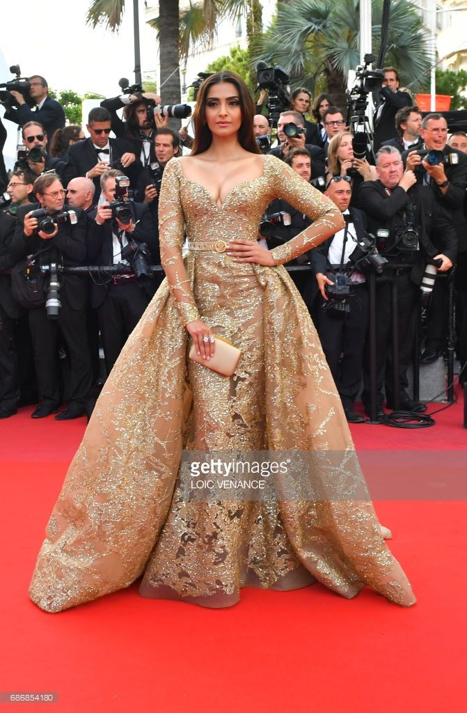 3ded12e8e21 Indian actress Sonam Kapoor poses as she arrives on May 22