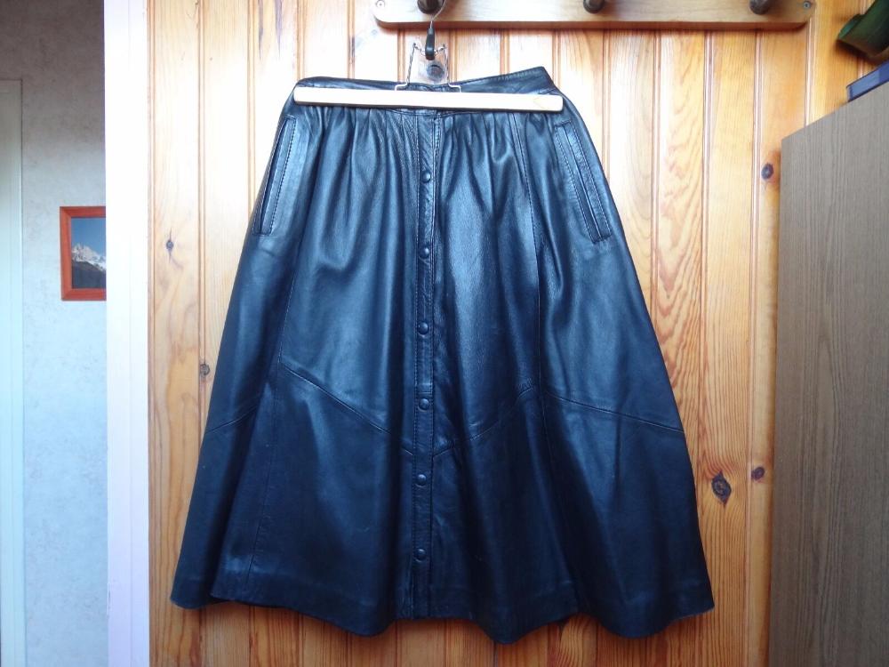 Détails sur Jupe femme, en cuir noir, taille 38, entièrement boutonnée devant, jupe évasée