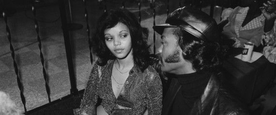 49f8b1b1346 Rarely Seen Photos Spotlight The 1970s Social Scene Of South Side Chicago