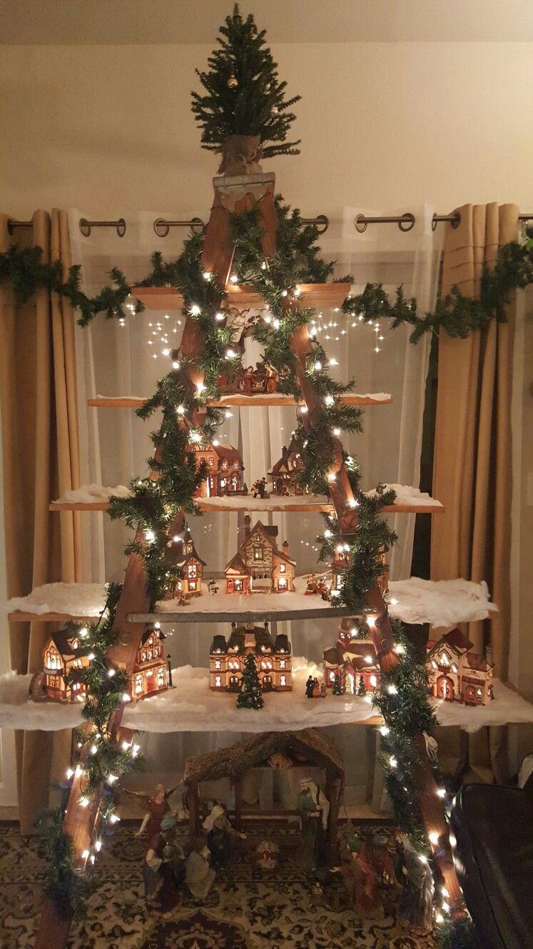 Ladder Christmas Tree.Christmas Tree Ladder Started With 10 Foot Wood Ladder