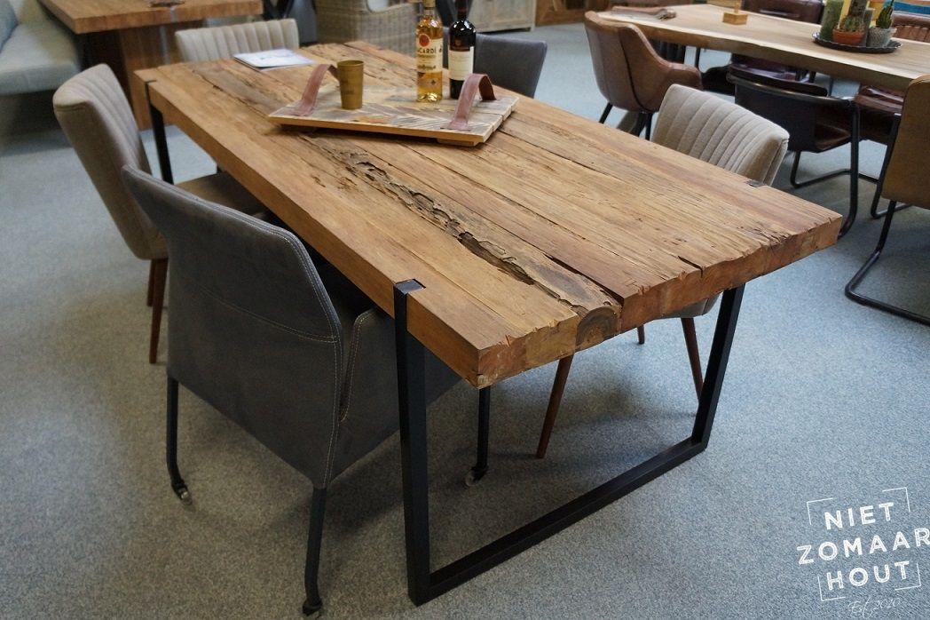 Poots design tafel in geroest staal