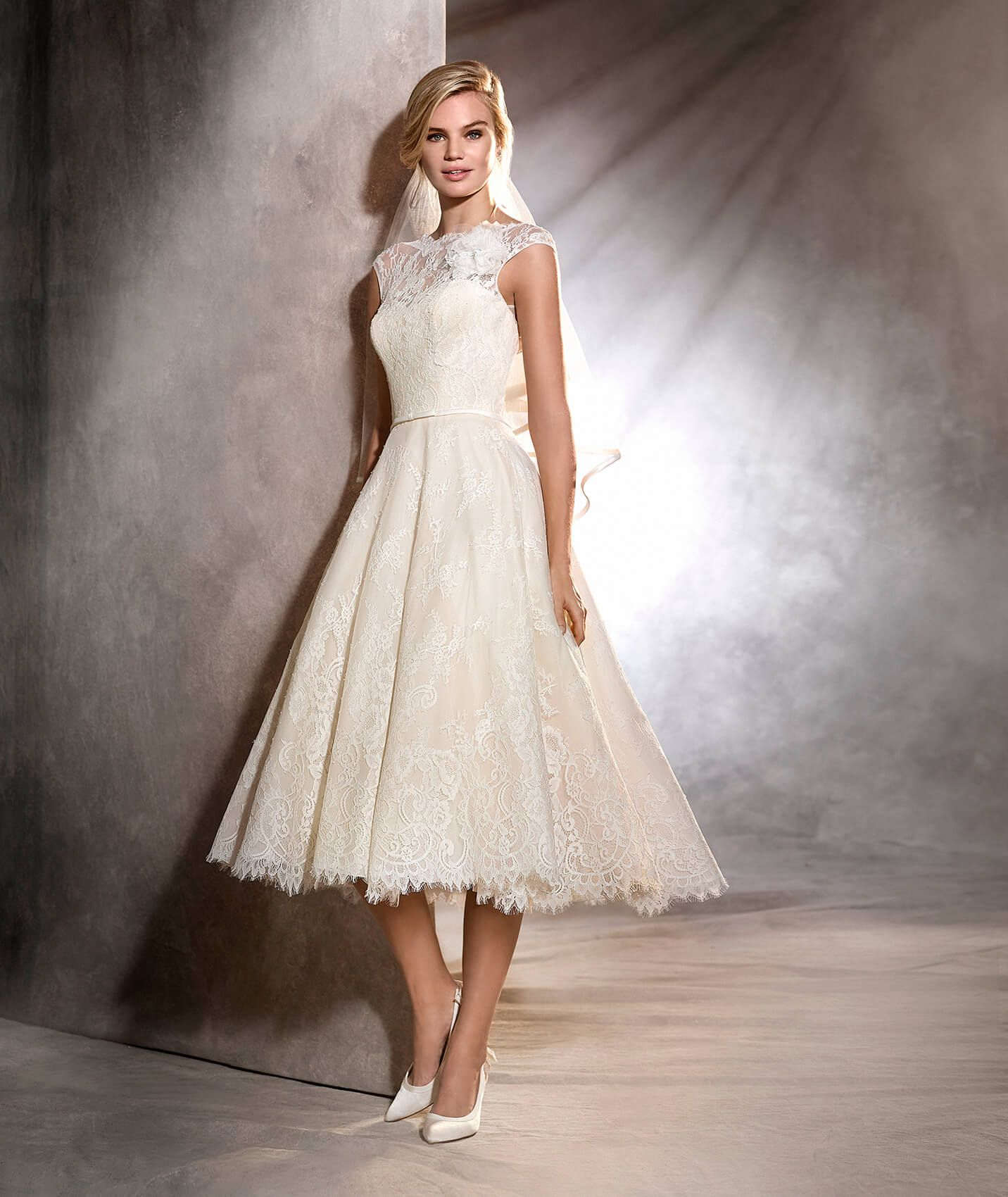 Olga short lace vintage style wedding dress pronovias 2017 olga short lace vintage style wedding dress pronovias 2017 ombrellifo Image collections