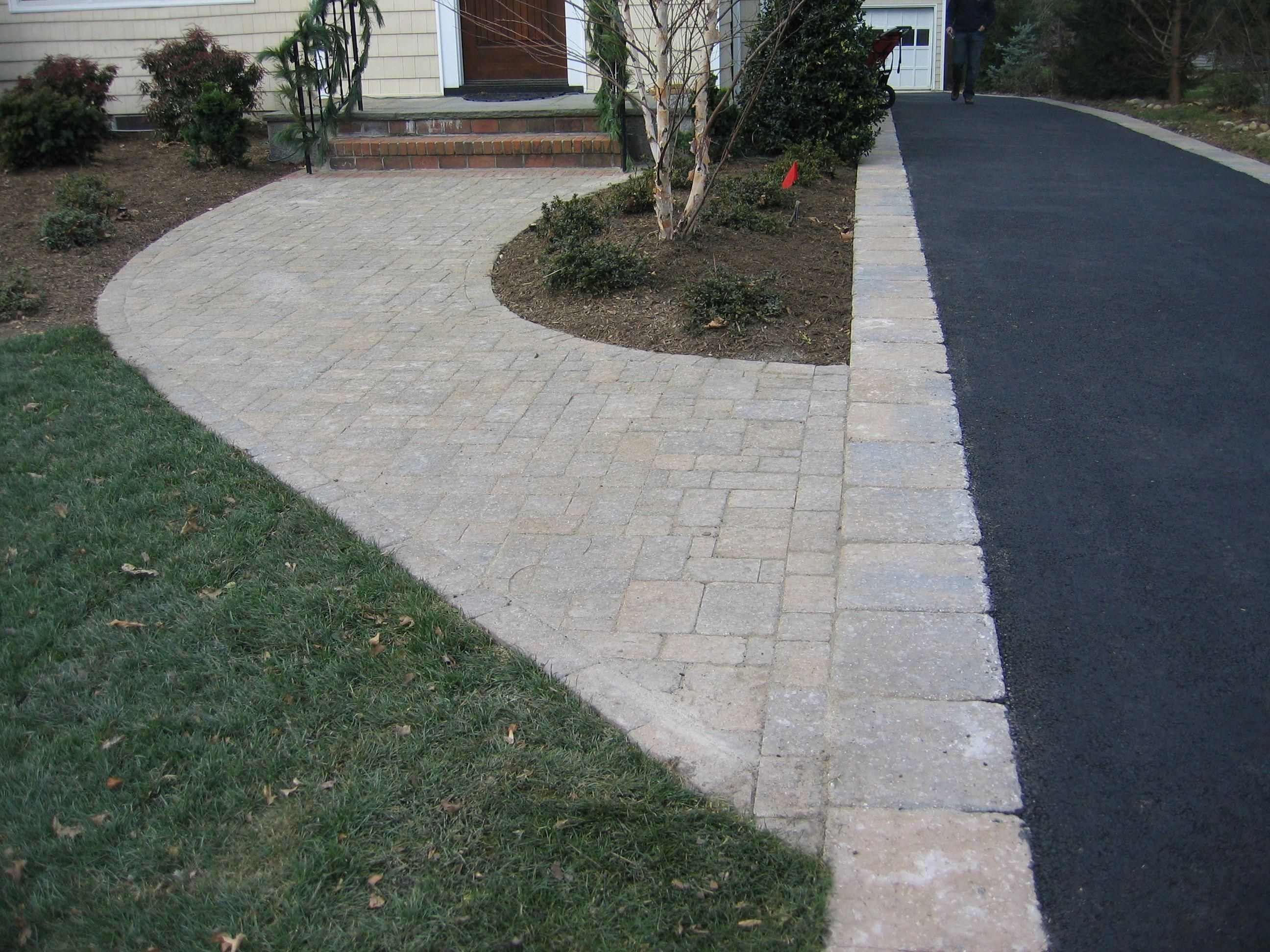 Asphalt Driveway With Paver Border And Walkway Driveway Edging Asphalt Driveway Driveway Landscaping