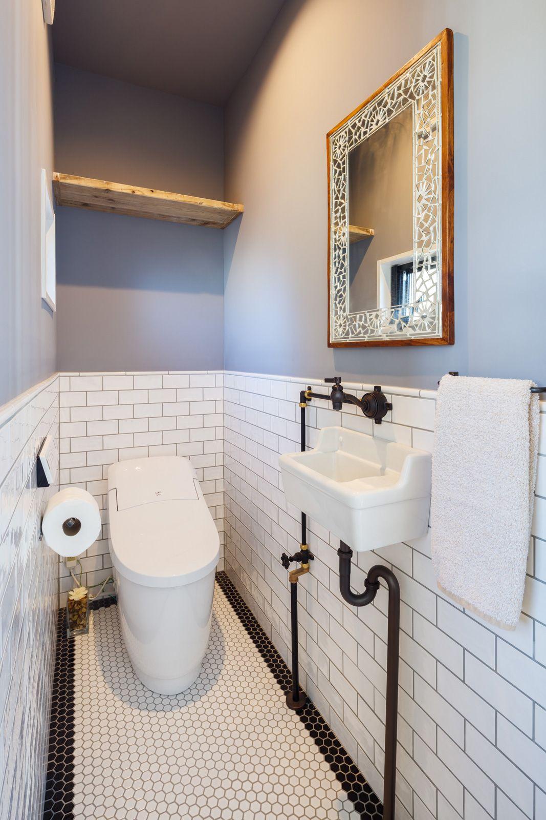 タイルとアンティーク水栓で トイレをもっと心地よく トイレ トイレのデザイン トイレのアイデア トイレ インテリア
