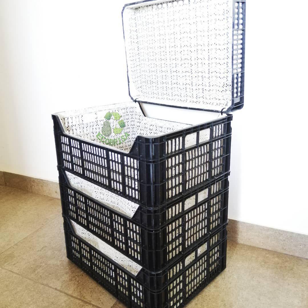 Reutiliza Cajas Plásticas Para Frutas Una Idea Fácil Y Rápida De Hacer Para Guardar Ropa Juguetes O Manualidades Recicladas Manualidades Fáciles Manualidades
