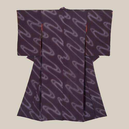 Silk kimono. Late Taisho to Early Showa era (1920-1940), Japan. The Kimono Gallery