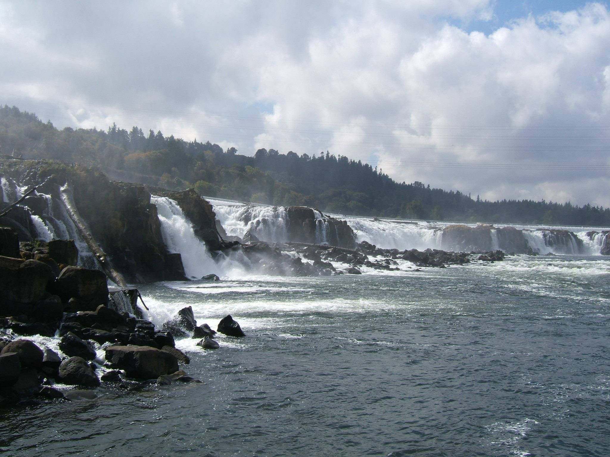 The Willamette Falls Oregon City Oregon The Willamette River Spills About 40 Feet Over Horseshoe S Oregon Waterfalls Wonders Of The World Natural Waterfalls