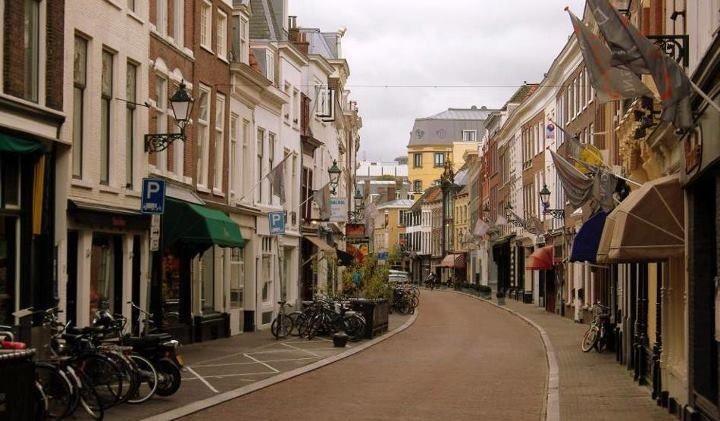 Denneweg Den Haag good shopping and fine restaurants