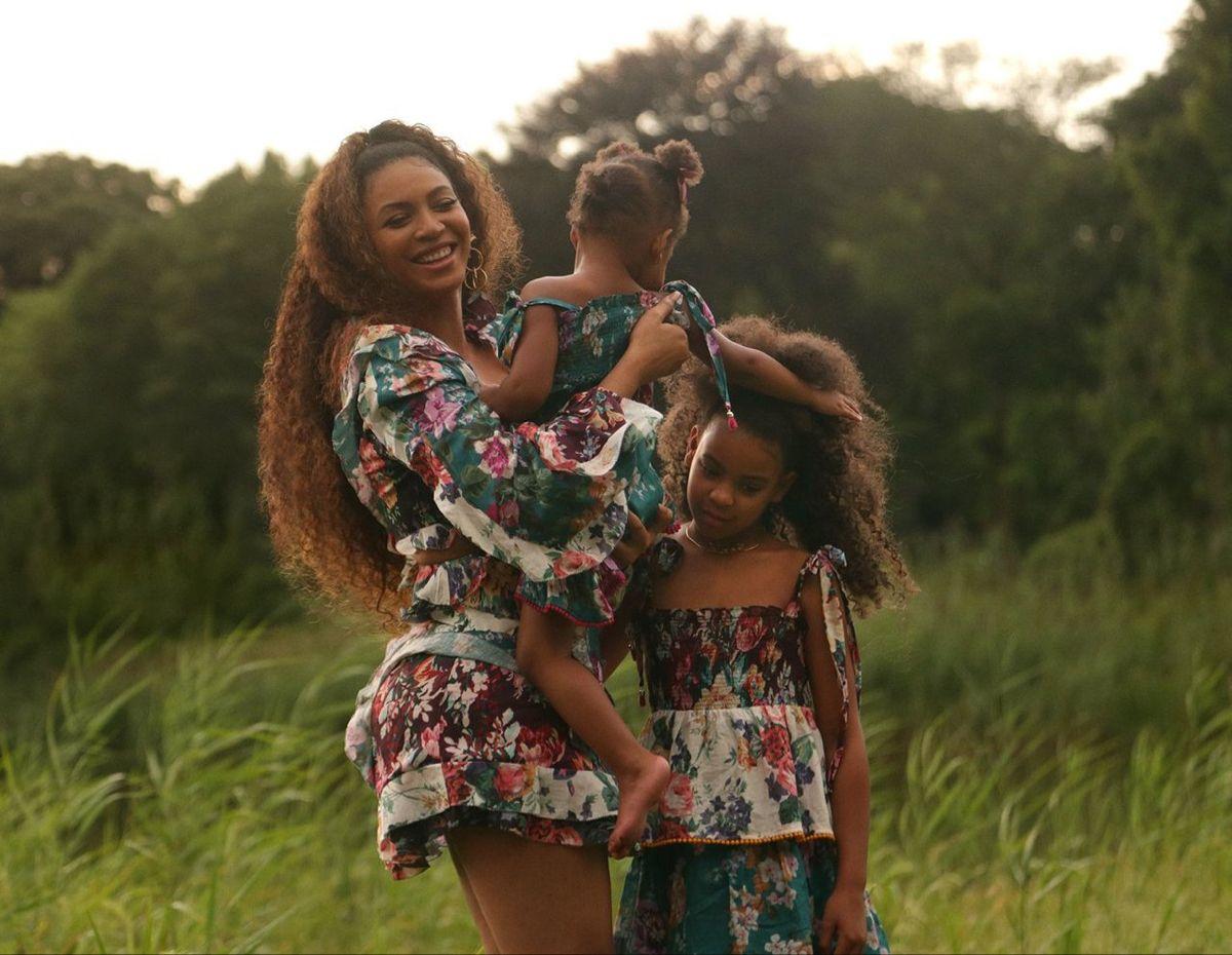 Beyonce Rumi Blue Ivy Carter In 2020 Brown Skin Girls Beyonce Style Beyonce Queen