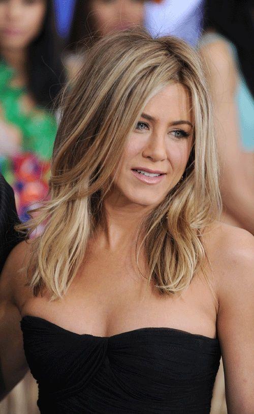 Jenifer Aniston Nice Length With Long Layers To Keep The Fullness Jennifer Aniston Hair Color Hair Styles Jennifer Aniston Hair