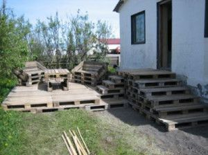 wooden flooring pallets DIY 4 300x224 Do a wooden deck with pallets