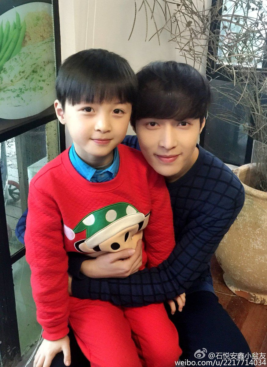 Exo Lay Zhang Yixing With His Baby Look Alike Lay Exo Kim Jongdae Kim Minseok