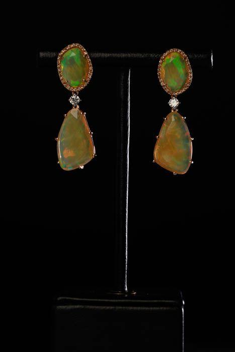 18 carat rosegold, opals, brilliants.  Oorbellen. Earrings #Oorbellen #Earrings #Juwelen #Jewelry #LillyZeligman  www.lillyzeligman.com