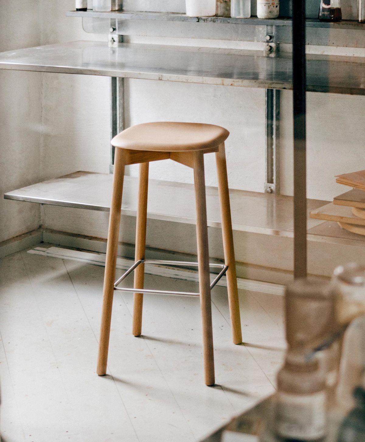 Soft Edge9 Bar Stool Oak matt lacquer base Oak matt lacquer seat& ...