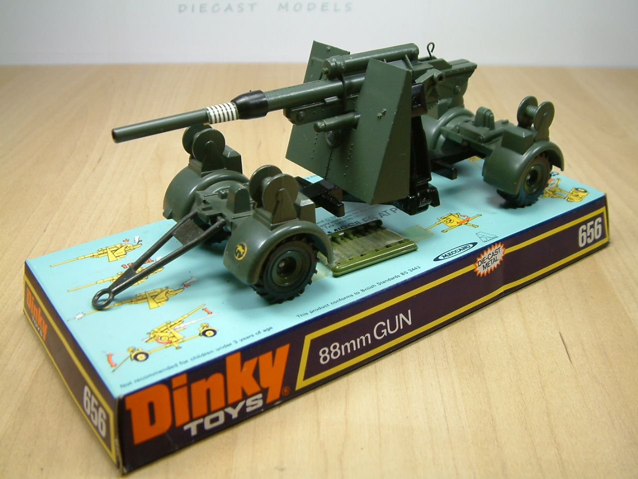 dinky toy 656 german 88mm mobile gun a large artillery piece that would look good in any. Black Bedroom Furniture Sets. Home Design Ideas