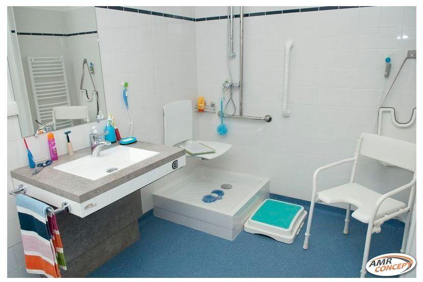 Salle De Bain Adaptee Aux Personnes Handicapees Pmr Senior Amenagement Salle De Bain Salle De Bain Bains