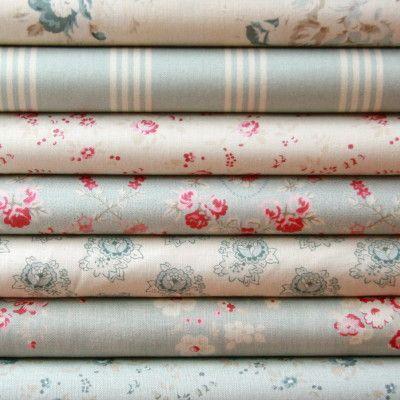 Telas de algodón con delicado estampado en tonos azules.