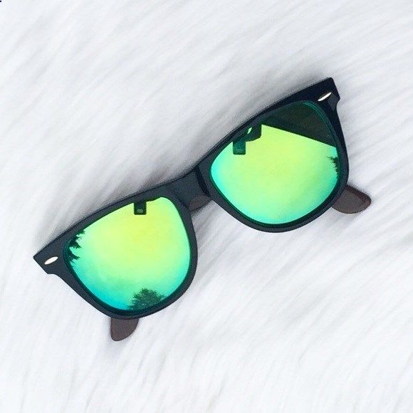 New Ray-Ban Authentic Mirror Wayfarer Sunglasses! Brand new! 100% authentic!!  These glasses are amazing! Gorgeous color! There is no editing to the pics. 99dcf447e2c5