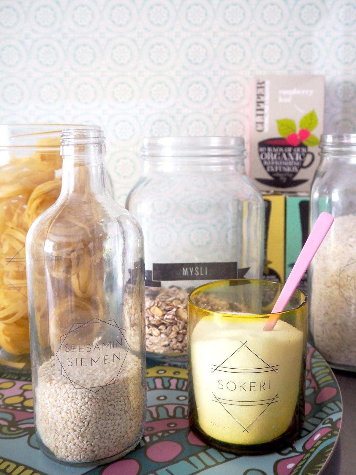 Tee itse helposti läpinäkyvät tarrat kuiva-ainepurnukoihin > a-supermarket.com #DIY #askartelu #teeseitse