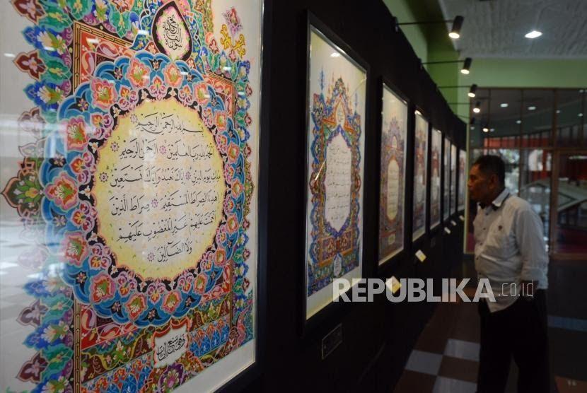 14 Lukisan Dan Kaligrafi Termasuk Seni Rupa Di 2020 Lukisan Dinding Kanvas Seni Kaligrafi