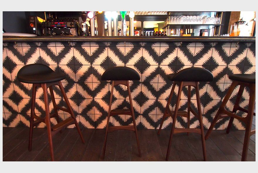 Decorators Desjeux Delaye use popham design ZigZag tiles in restaurant Les Tontons du Huitieme.