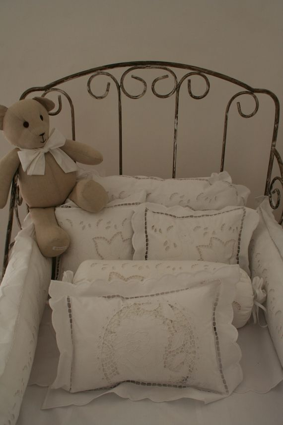 Para quarto do baby:  almofadas.