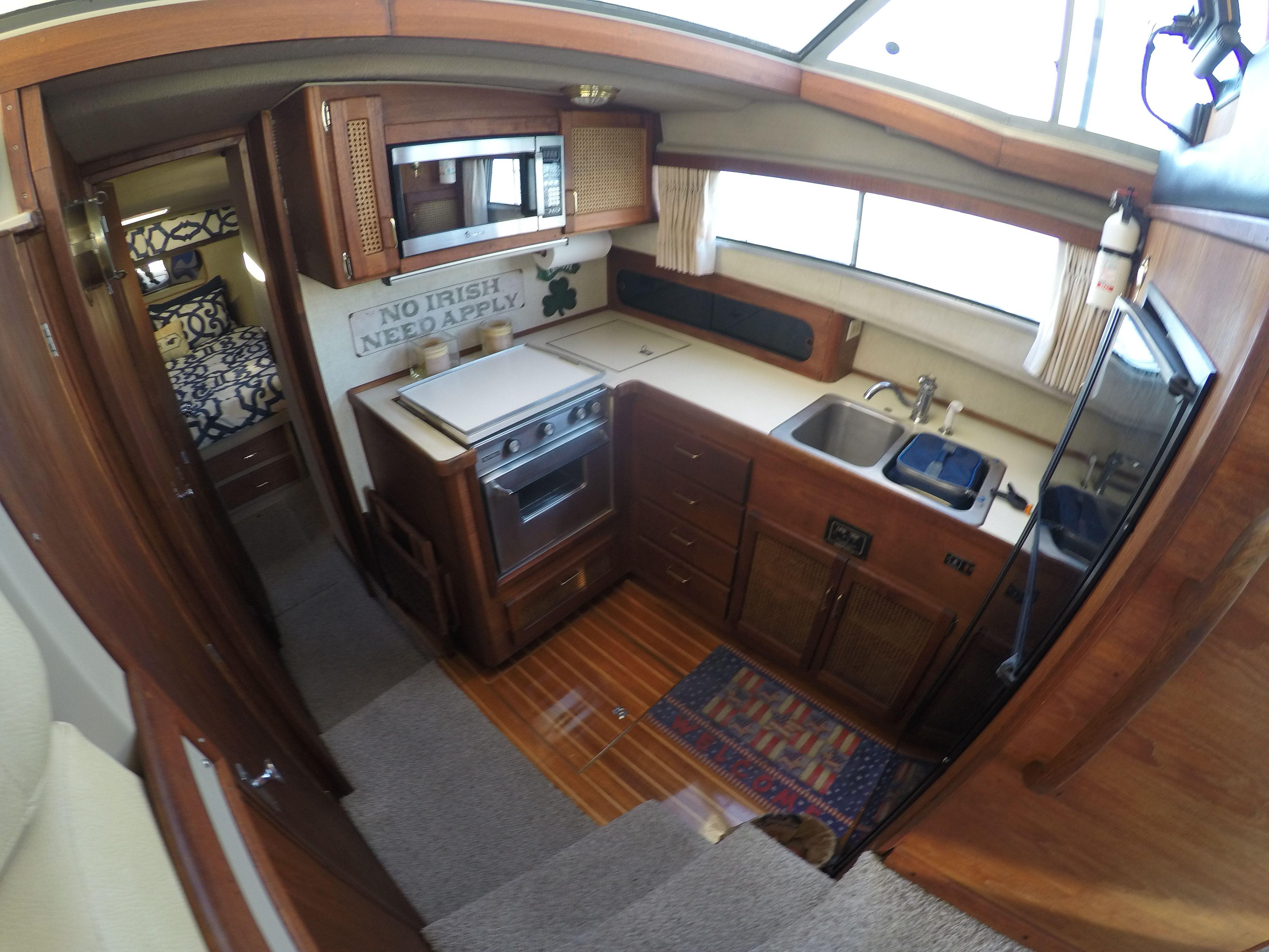 Pin On Bayliner 3888 Motor Yacht