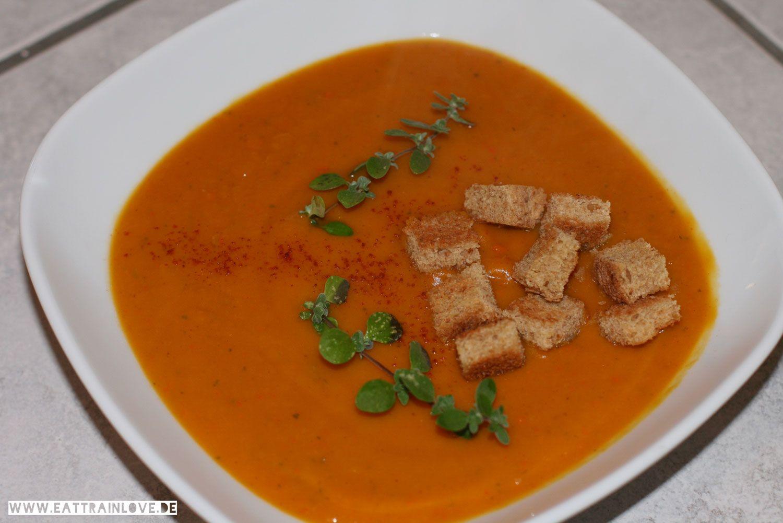 Clean Eating Rezept: Vegane Kürbis-Süßkartoffel-Suppe mit Majoran | EAT TRAIN LOVE